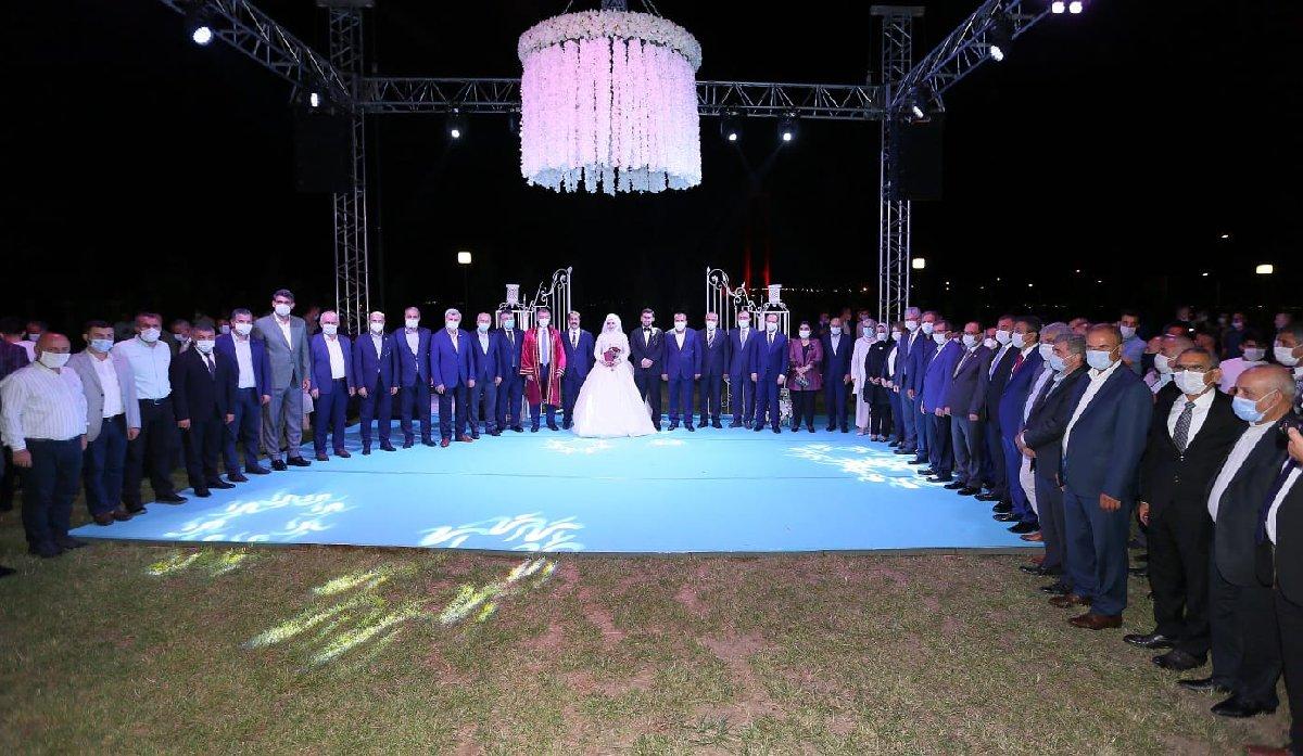 Düğün yasağı AKP'liler için geçerli değil . 1.500 kişilik düğün!