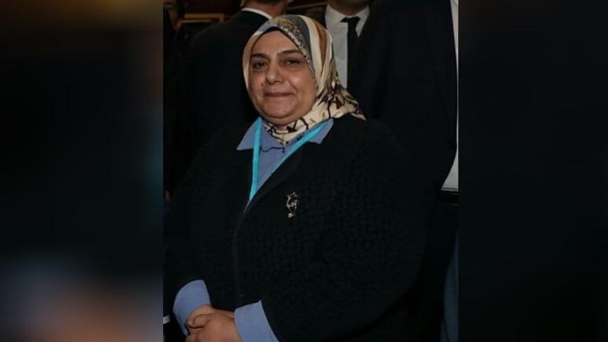 Adıyaman'da Adıyaman İlçe Teşkilatı'nda görevli bir kişi, Adıyaman'da AKP'nin kadın kolu başkanı Prihan Gümüş ile ilgili olarak Adıyaman Cumhuriyet Başsavcılığı'na suç duyurusunda bulundu.AKP genel müdürü şikayet raporunda Gümüş'ün kendisini ve eşini görevden almakla tehdit ettiğini belirterek şunları söyledi: