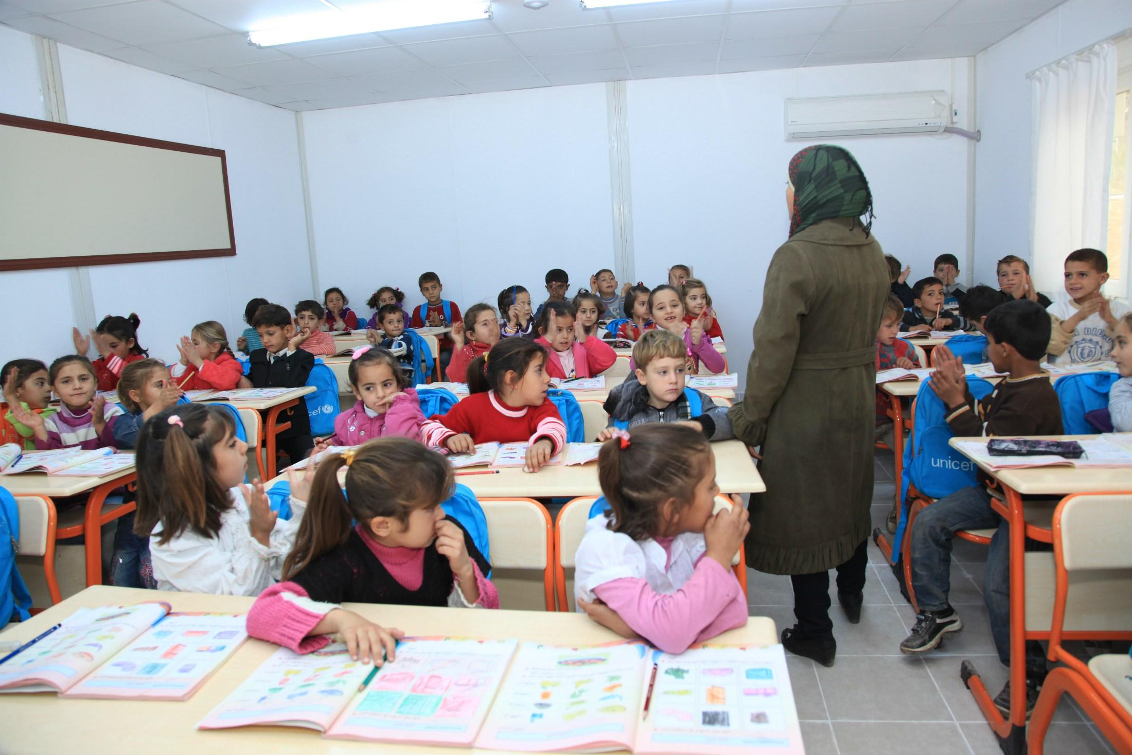 Türkiye'deki ekonomik ve siyasi sorunları çözebilmek için öncelikle eğitim sorunlarını çözmemiz, bu sorunu çözebilmek için eğitim sisteminin içerdiklerinden bilinmesi gerekir: