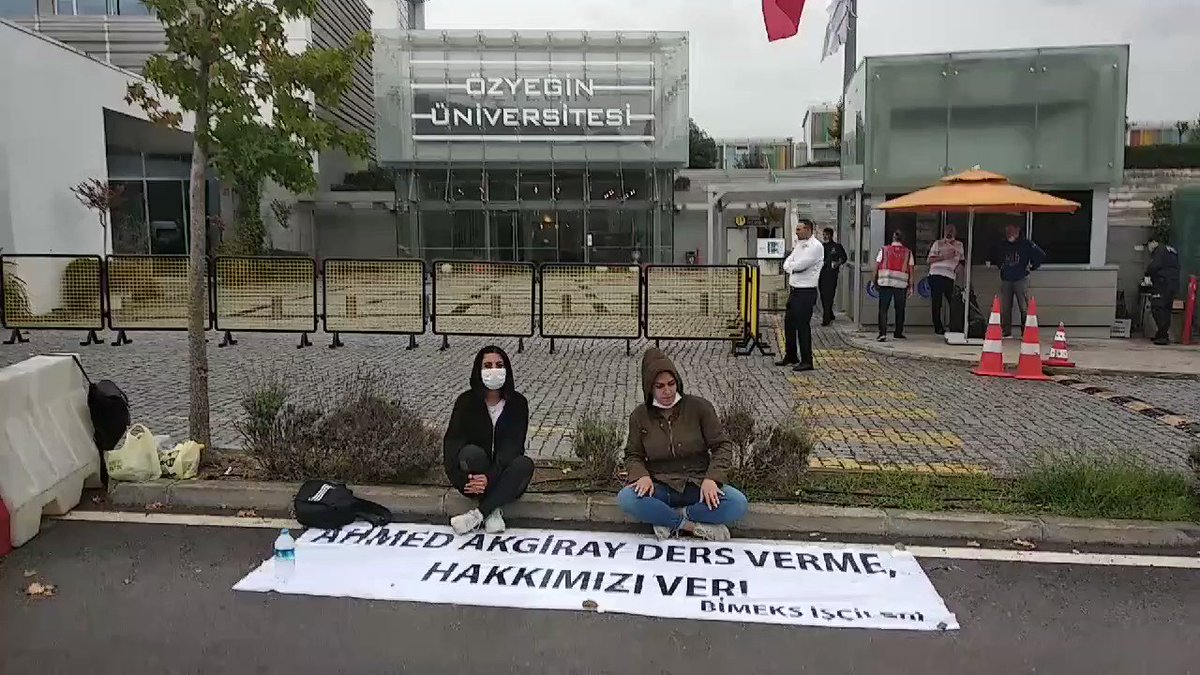"""Vedat Akgray, Murat Akgray ve Ahmed Akgray, 1500 Pemex işçisinin maaşlarına ve tazminatlarına el koydunuz. Yasal haklarımızın peşinde, bu hakları siz vereceksiniz. Bu konuda sorumluluğu kim taşır, herkes bu sorumluluğu taşır. Üç maymunu oynamaya kimsenin hakkı yok. Burada Boğaziçi Üniversitesi yönetimine sesleniyorum: Dedik ki; Haklarımızı alabilmemiz için Boğaziçi Üniversitesi'nin önüne çadır kuracağız. Tutuklandık. Ama yine buradayız, pes etmedik. Çünkü haklıyız. """""""