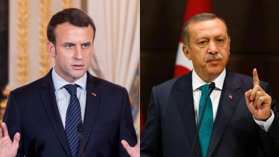 """Fransa Cumhurbaşkanı Macron'un """"Özgürlüğü seven Erdoğan'ın cumhurbaşkanlığı ve hükümeti, Türkiye halkını ayıran büyük liberal halktır"""" sözlerine yanıt veren Adalet ve Kalkınma Partisi Başkanı Erdoğan'ın """"Fransa'nın Macron'undan muzdarip olduğunu"""" söyledi. Fransa Cumhurbaşkanı Emmanuel Macron, Adalet ve Kalkınma Partisi Genel Başkanı Recep Tayyip Erdoğan'ın """"Macron Fransa için bir sorundur"""" sözlerine yanıt verdi. Online yayın yapan Brut medyasına doğrudan konuşan Emmanuel Macron, ülke ve uluslararası gündeme ilişkin soruları yanıtladı.Ülkede kitlesel protestolara yol açan güvenlik yasa tasarısı ile ilgili olarak, """"Polisi korumak için basının özgürlüğünü kısıtlamak istiyorlar"""" diyen Erdoğan, """"Macaristan veya Türkiye değiliz"""" eleştirisini reddetti. Tasarı, polis memurlarının fotoğraflarının ve resimlerinin yayınlanmasını kısıtlıyor."""