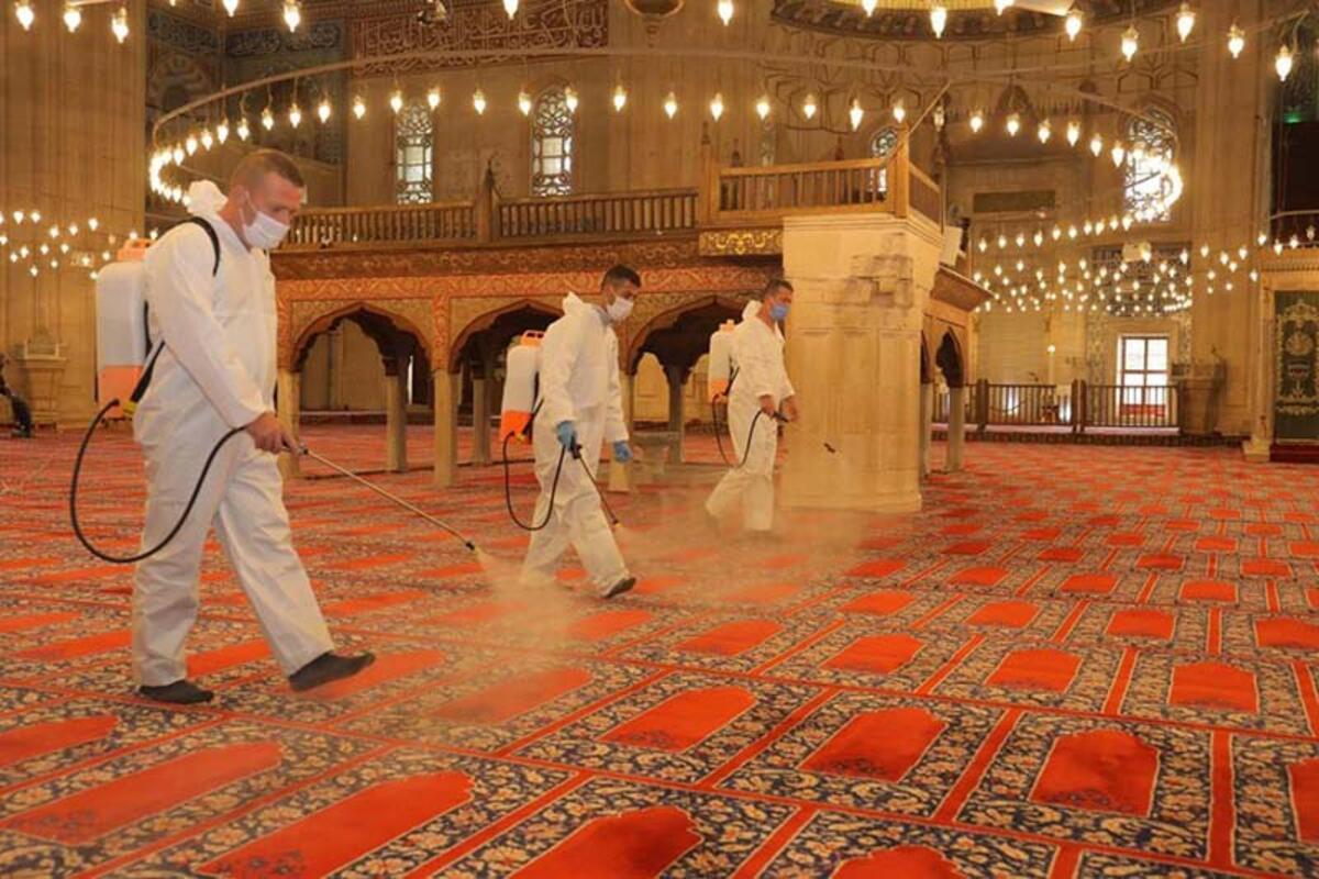 Cuma namazını kılmak isteyenlerin en yakın camiye gitmesi gerekiyor