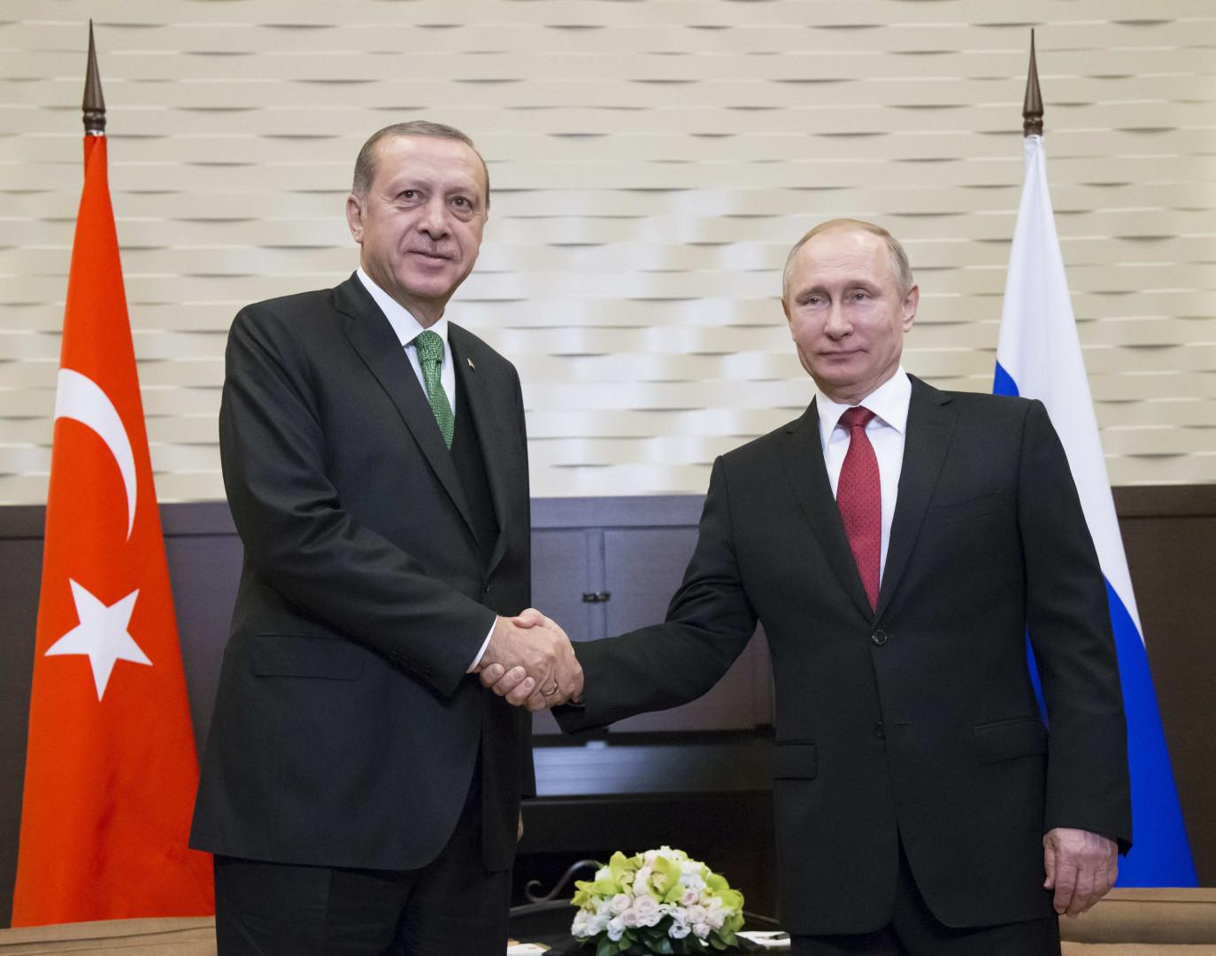Yaptırımları askıya almaya karar veren NATO veya Rusya