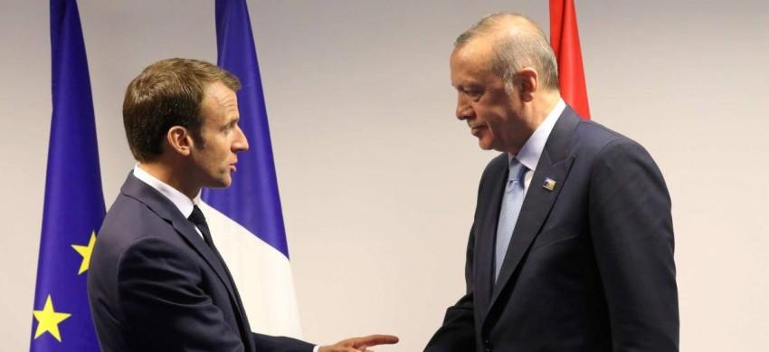"""Erdoğan, bugün Cuma namazını kıldıktan sonra cami önünde muhabirlere açıklama yaptı: Erdoğan, Fransız Parlamentosunun Dağlık Karabağ'ı tanıma kararını eleştirdi ve şunları söyledi:""""Minsk grubu bir aracı gruptur. Bir ara grubun bağlayıcı olmayan bir yöntem benimsemesi önemli. Arabulucunun kimliği Fransa için ortadan kalktı. Macron Fransa için bir sorun. Fransa Macron ile çok tehlikeli bir dönemden geçiyor. Aksi takdirde sarı ceketlerden kurtulamayacak, yoksa cekete dönüşebilir. Kızıl Aliyev şu anda Fransızlardan bir tavsiye aldı, Ermenileri çok seviyorlarsa Marsilya vermeleri gerekiyor, 28 yıldır buralar işgal ediliyor."""