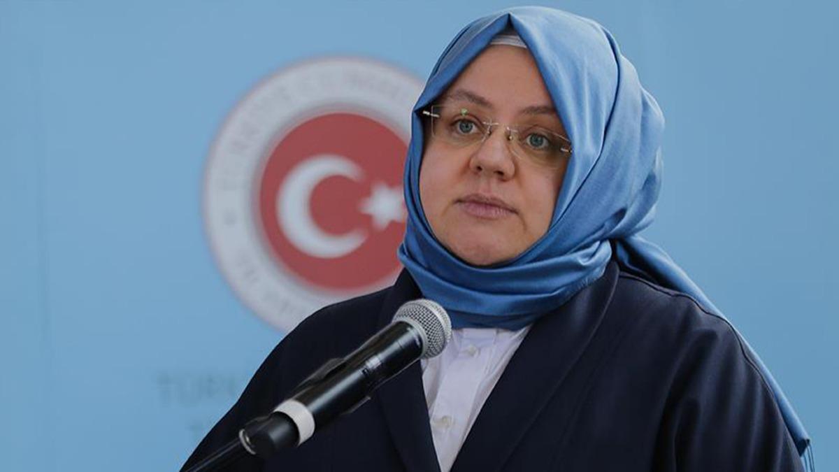"""Türkiye Büyük Millet Meclisi'nde yapılan bütçe görüşmelerinde Aile, Çalışma ve Sosyal Hizmetler Bakanı Selçuk, bir yandan """"iş"""" diğer yandan """"yemek"""" yazarak hayatına son veren vatandaşın sorularını göz ardı etti. Selçuk, """"Türkiye'de yoksulluk, özellikle aşırı yoksulluk bir sorundur"""" dedi. Muhalefet, Aile, Çalışma ve Sosyal Hizmetler Bakanlığı'nın 2021 bütçe teklifine ilişkin müzakerelerin gündemine yoksullukla bağlantılı intiharları getirdi. Aile, Çalışma ve Sosyal Hizmetler Bakanı Zehra Zümrüt Selçuk, Türkiye Büyük Millet Meclisi Genel Kurulu'na hitaben yaptığı konuşmada, aşırı yoksulluk ve yoksulluk sorunlarının bittiğini iddia etti."""