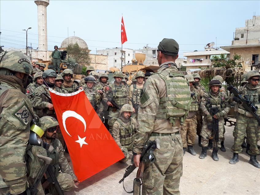 """İnsan Hakları İzleme Örgütü Türkiye'yi Suriyelileri """"sorgulanabilir"""" suçlamalarla sınır dışı etmekle suçladı"""