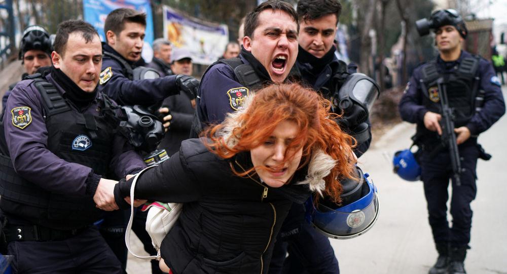 Amerika Türkiye'yi insan haklarına karşı suç işlemekle suçluyor