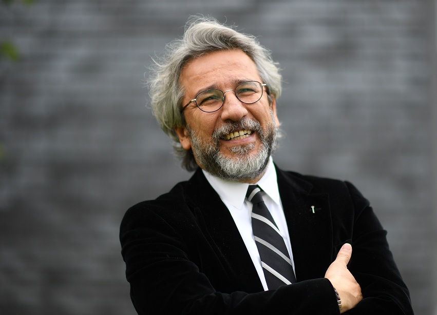Türk gazeteci can Dündar beraat etti