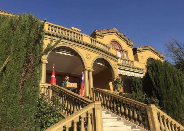 Türk diplomatlar Şili'de Erdoğan'ı eleştirenleri gözetledi