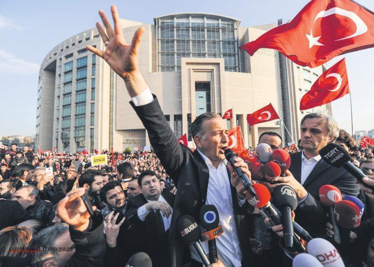Türk bir Gazeteci 30 tutuklama emriyle karşı karşıya kaldı