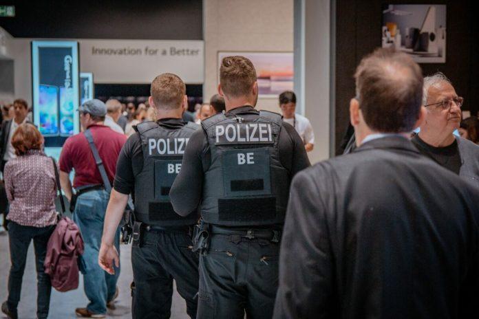 Almanya'da bir Türk'e casusluk soruşturması!