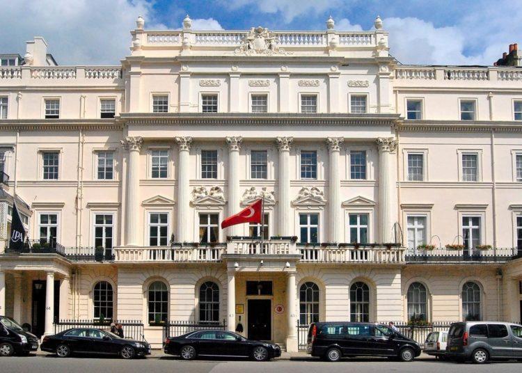 Belgeler: Türk diplomatlar İngiltere'de Erdoğan'ı eleştirenleri gözetledi